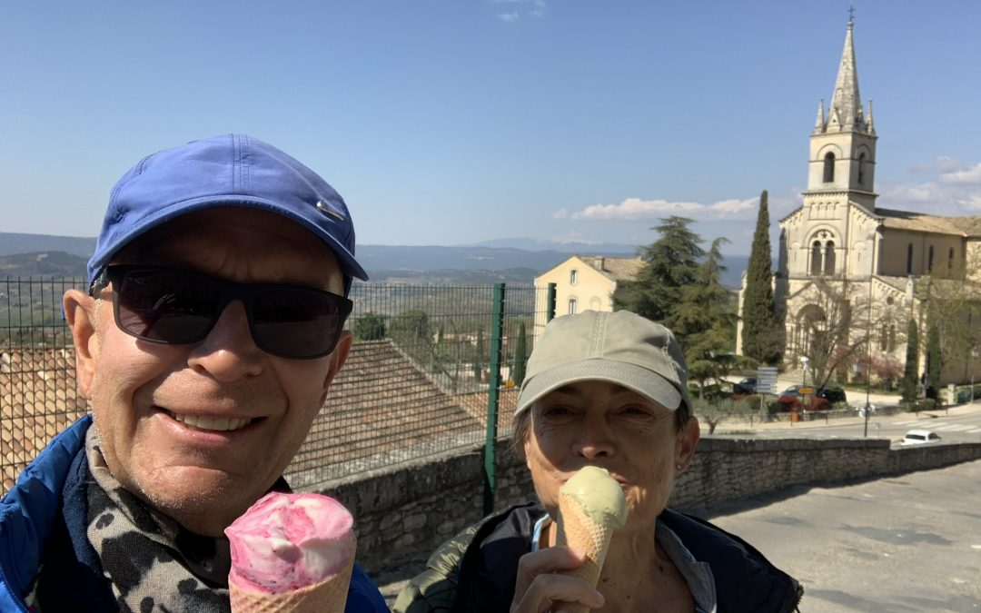 We took a lovely walk from Pont Julien to Bonnieux and back with an ice cream midway